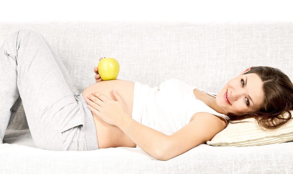 Женщина к этому времени должна весить примерно на 6-7 кг больше, чем до беременности